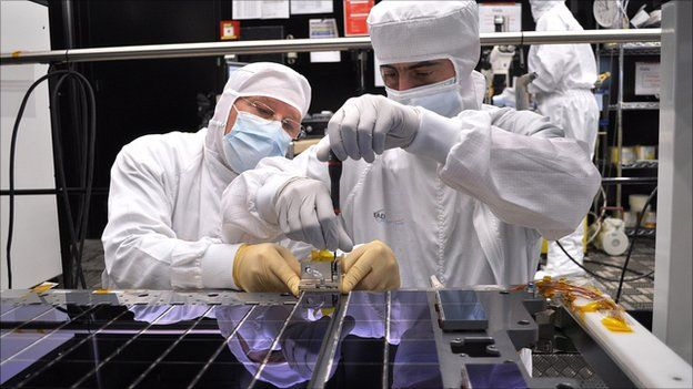 _55949340_gaia-ccd-array-assembly2_22-04-2011
