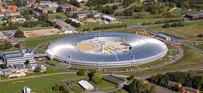 Laboratório de luz síncrotron Diamond Light Source, na Inglaterra. (Crédito: Diamond Light Source)