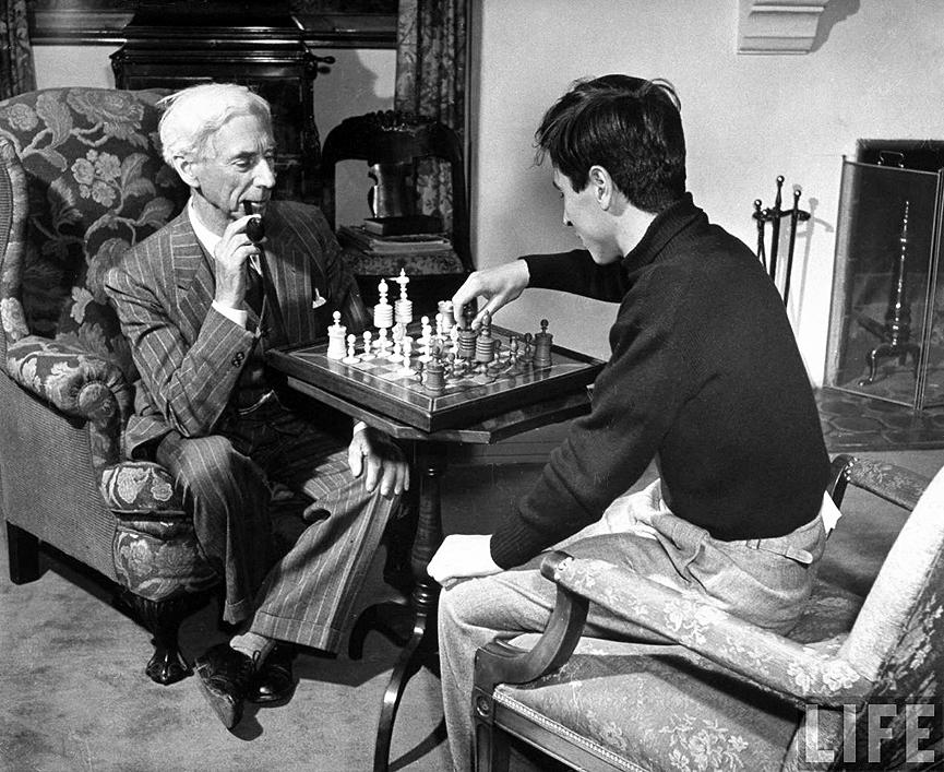 Bertrand Russell jogando xadrez com seu filho, John Conrad.