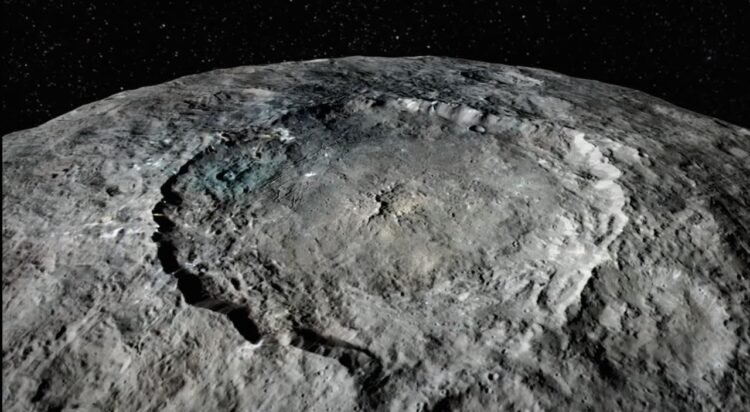 Imagem da superfície do planeta anão Ceres obtida pela nave Dawn da NASA. A imagem foi retirada de um vídeo mostrando um flyover simulado sobre Ceres feito pela equipe de câmeras da missão Dawin no Centro Nacional de Pesquisa Aeronáutica e Espacial da Alemanha (DLR). (Veja o vídeo: https://youtu.be/nJiw2NxqoBU) Crédito: NASA / JPL / UCLS / MPS / DLR / IDA
