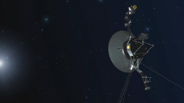 Concepção artística que representa uma das naves espaciais Voyagers da NASA. As naves espaciais mais distantes, cuja missão é a mais longa, celebraram quarenta anos em agosto e setembro de 2017. Agora, a equipe da Voyager foi capaz de usar um conjunto de quatro propulsores traseiros da Voyager 1 adormecidos desde 1980. Eles estão localizados na parte de trás da nave espacial nesta ilustaração.