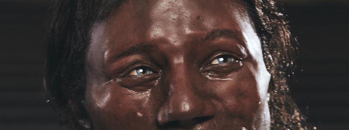 Um close nos olhos do modelo do Homem de Cheddar apresentado por Kennis & Kennis  Reconstructions.