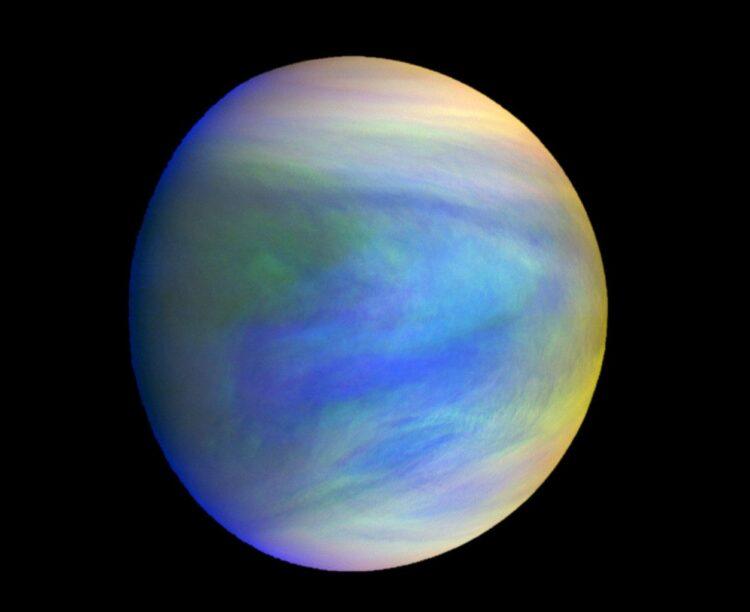 Esta é uma imagem composta do planeta Vênus, como visto pela sonda japonesa Akatsuki. As nuvens de Vênus podem ter condições ambientais favoráveis à vida microbiana.  Crédito: Akatsuki Orbiter, construída pelo Instituto de Ciência Espacial e Astronáutica / Agência Japonesa de Exploração Aeroespacial - JAXA
