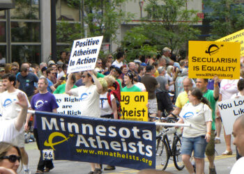 Foto: Atheists at the Twin Cities Pride Parade 2011. Flickr Fibonacci Blue. Via Wikipedia ( Creative Commons Attribution 2.0 Generic)