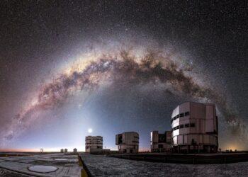Ondas gravitacionais podem ajudar os cosmologistas a medir a expansão do Universo.  Crédito: M. Claro / ESO