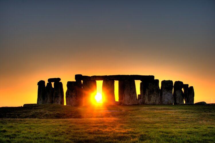 O icônico site arqueológico de Stonehenge no Reino Unido. (Simon Wakefield / Flickr - CC BY 2.0)