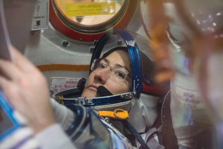 Está programado para a astronauta Christina Koch fazer sua primeira caminhada espacial sozinha