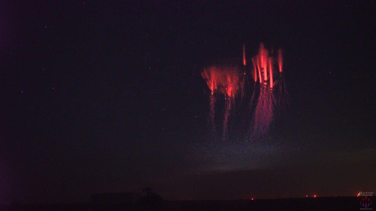 Fotos dos misteriosos 'Sprites' iluminando o céu noturno são capturadas