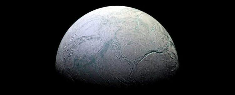 Encélado, como fotografado pela sonda Cassini. (NASA / JPL-Caltech)