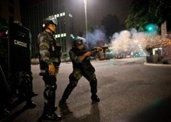 Autoritarismo, violência política e radicalização de conflitos serão alguns dos temas abordados durante o 8º Diálogo Brasil-Alemanha de Ciência, Pesquisa e Inovação, na sede da FAPESP, nos dias 30 e 31 de outubro (Soldados da Polícia Militar atiram em manifestantes na Avenida Paulista / Wikimedia Commons)