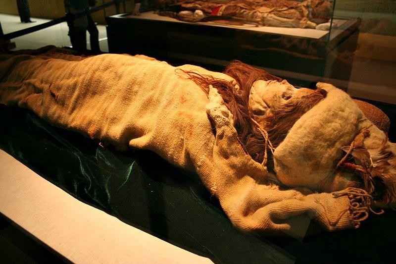 113 múmias caucasianas encontradas em deserto na China.