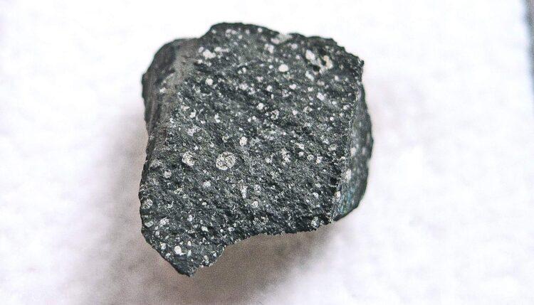 Poeira estelar de 7 bilhões de anos foi encontrada no meteorito de Murchison. (Imagem: Jon Taylor/Wikimedia Commons)