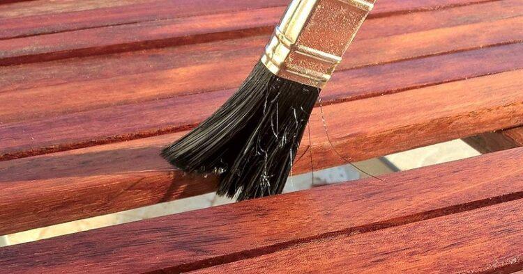 O produto pode ser utilizado como adesivo na fabricação de vigas de Madeira Lamelada Colada (MLC) e também para atuar contra ação negativa da variação do teor de umidade da madeira, quando utilizado como impermeabilizante. (Foto: Ulrike Mai via Pixabay)