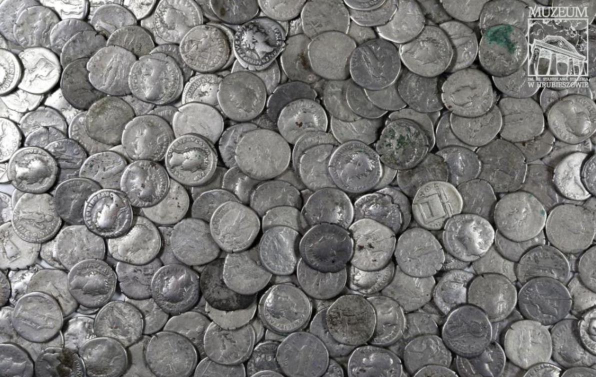 Agricultor encontra, sem querer, tesouro romano na Polônia