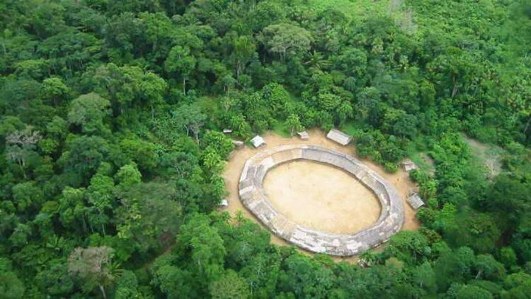 Vista aérea da aldeia Demini do povo Yanomami, Amazônia. (Domínio Público)