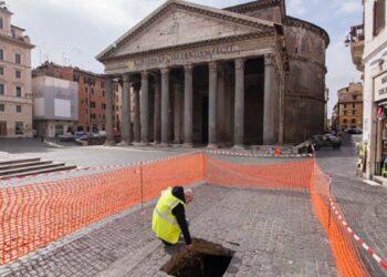 Um antigo piso imperial foi descoberto no último poço de Roma, em frente ao Panteão. (Créditos: Virginia Raggi)
