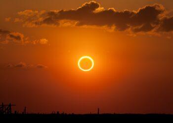 """Eclipse solar anular, ou """"anel de fogo"""" (Créditos da imagem: Wikimedia Commons)."""