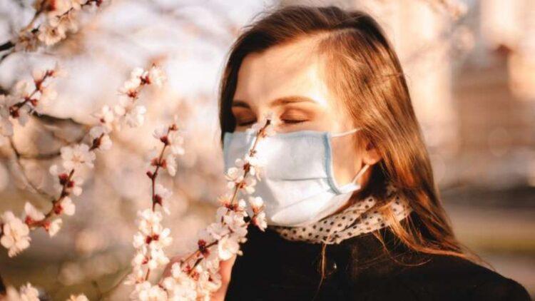 Por que a Covid-19 quase sempre causa perda de olfato