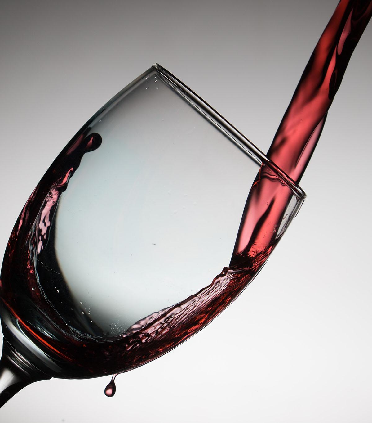 Consumo moderado de vinho ou cerveja pode ajudar a evitar demência