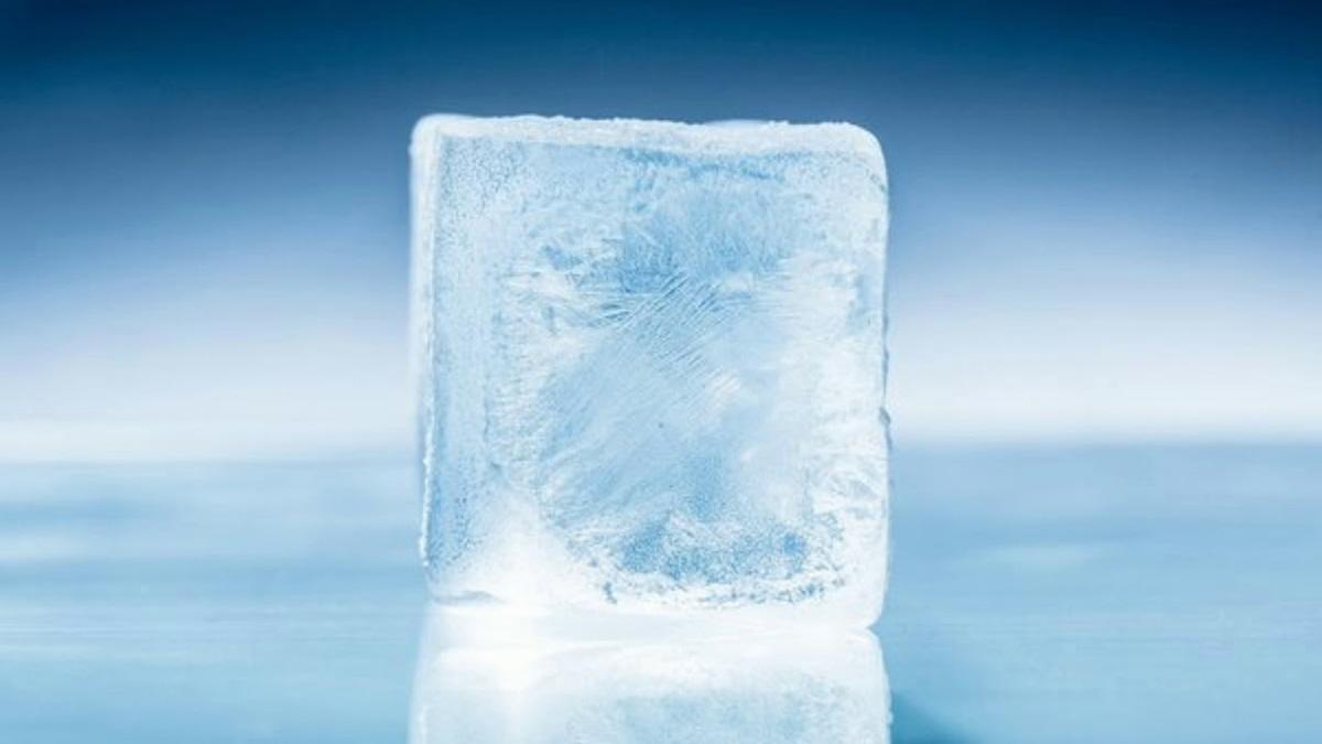 Gelo de água quente realmente existe