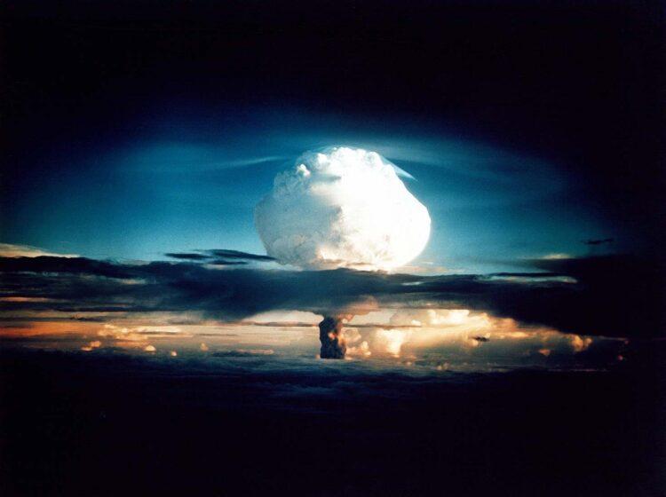Explosão da Ivy Mike, a primeira bomba termonuclear no mundo, em 1952. (Créditos da imagem: Wikimedia Commons).