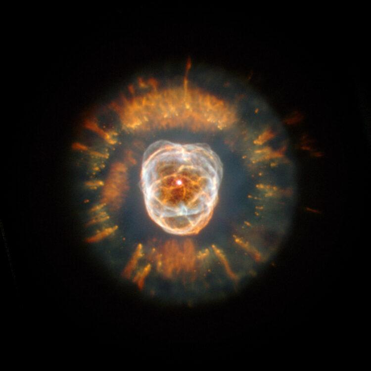 A nebulosa NGC 2392, chamada de Nebulosa do Esquimó, termo racista e imperial. (Imagem: NASA/ESA)