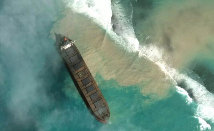 derramamento-de-oleo-no-oceano-indico