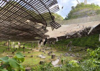 Nesta foto é possível ver um pouco dos danos. (Imagem: Observatório de Arecibo / Universidade da Flórida Central)