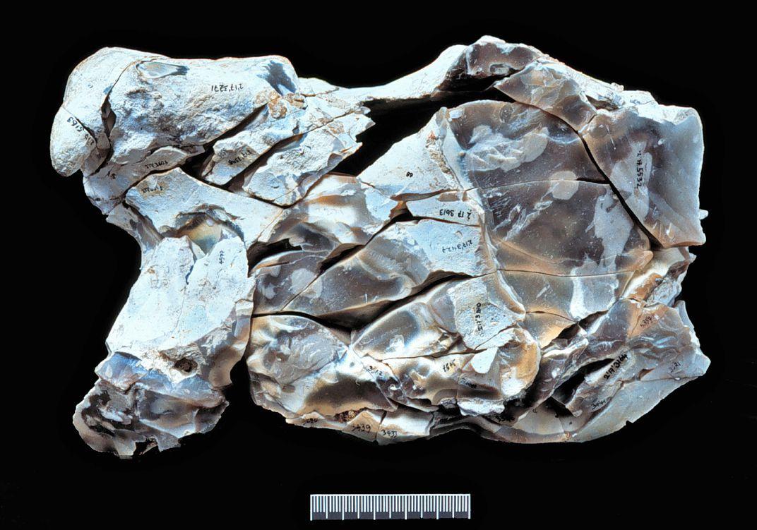 Fragmentos de sílex e ferramenta da pré-história