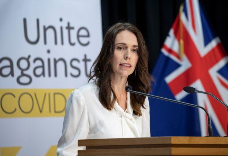 Primeira ministra da Nova Zelândia, Jacinda Ardern, em uma coletiva de imprensa. (Créditos da imagem: Mark Mitchell/Pool/AFP).