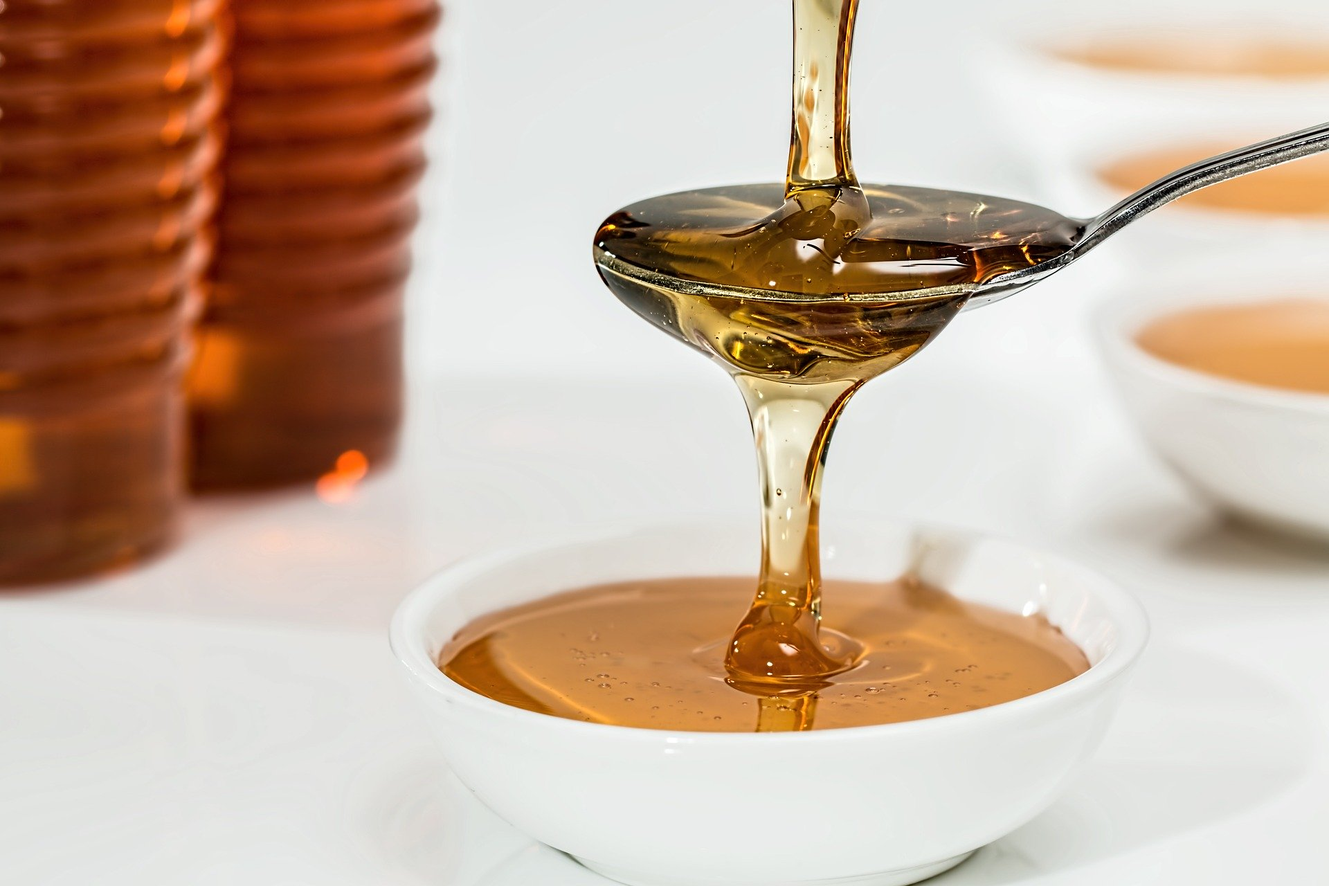 Pixabay, https://pixabay.com/pt/photos/mel-doces-xarope-org%C3%A2nicos-dourado-1006972/