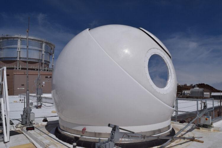O domo de uma das estações terrestres de comunicação espacial a laser. (Créditos da imagem: NASA).