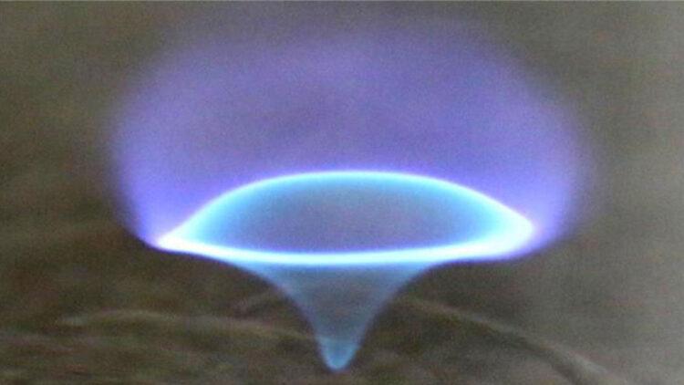 Esse redemoinho de fogo azul é composto por quatro tipos diferentes de chamas, relatam os pesquisadores.