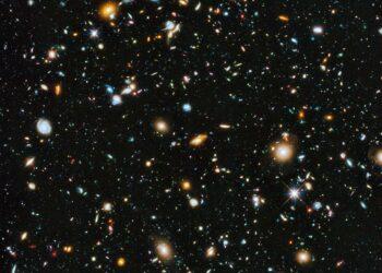 (NASA, ESA, H. Teplitz and M. Rafelski (IPAC/Caltech), A. Koekemoer (STScI), R. Windhorst (Arizona State University), and Z. Levay (STScI)).