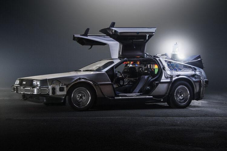 O De Lorean é a famosa máquina do tempo no De Volta Para o Futuro. (Imagem: Oto Godfrey and Justin Morton / Wikimedia Commons)