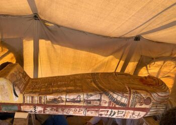 novos sarcófagos egípcios