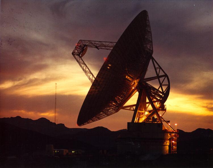Uma das antenas que integram o Deep Space Network (DSN). (NASA).