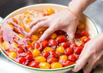 higienizar frutas e verduras corretamente é fundamental. Veja como fazer