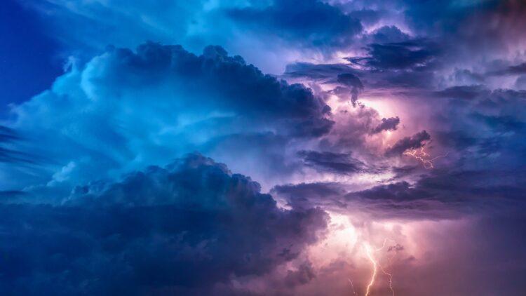 A formação das nuvens é essencial para o planeta. Elas regulam as chuvas e mantêm a temperatura constante. (Imagem de FelixMittermeier por Pixabay)