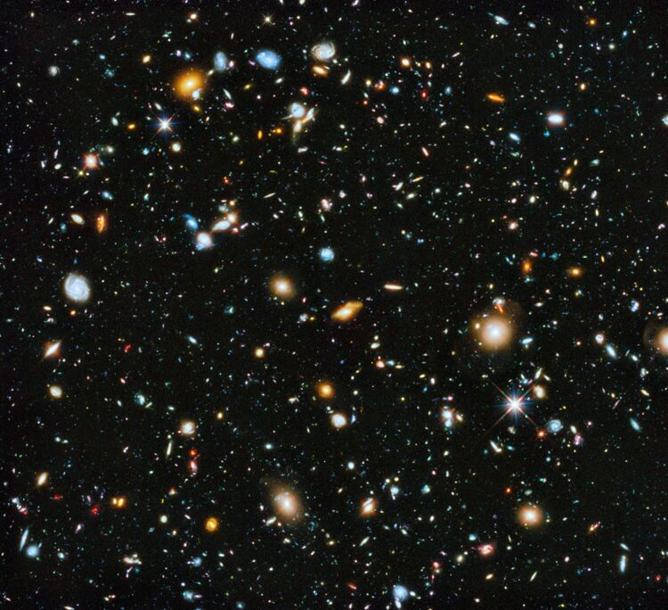 (NASA, ESA, H. Teplitz and M. Rafelski (IPAC/Caltech), A. Koekemoer (STScI), R. Windhorst (Arizona State University), and Z. Levay (STScI).