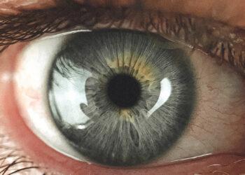 Isto é o que acontece se você espirrar de olhos abertos