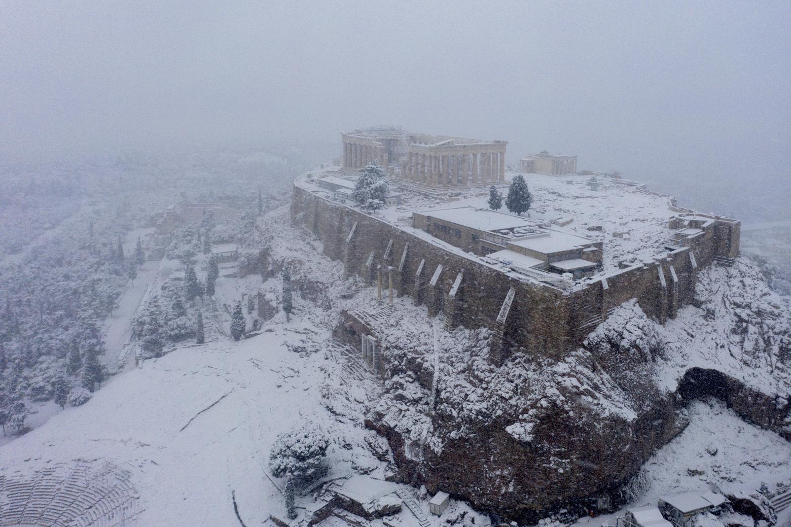 Neve na Acrópole de Atenas