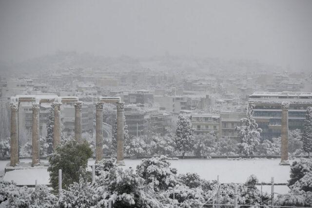 Uma nevasca cobriu o centro de Atenas