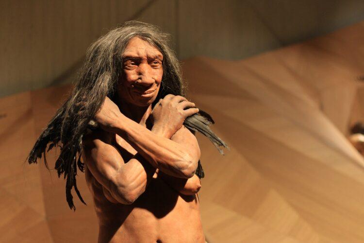 Estudos mostram que o cruzamento entre humanos e neandertais pode ter sido muito mais recente do que se imaginava. (Sgrunden/Pixabay)