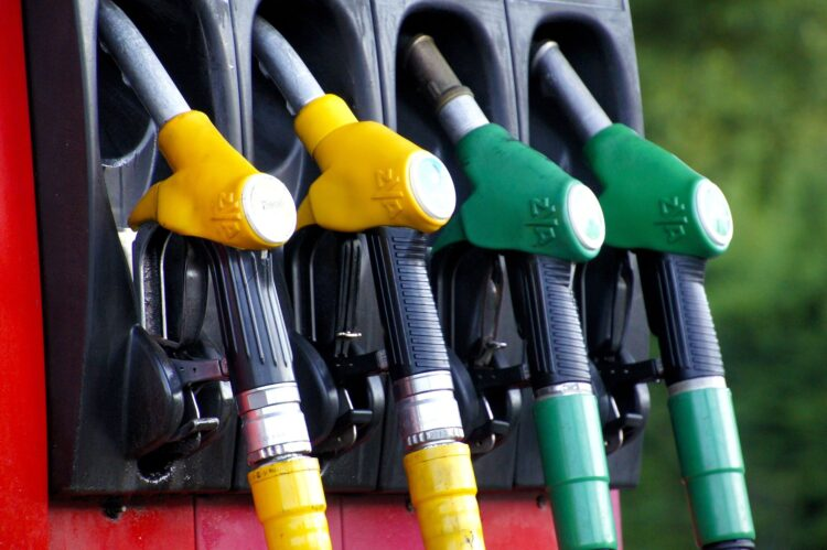 Esta nova técnica pode converter plástico em combustível em apenas uma hora. Imagem: IADE-Michoko/Pixabay