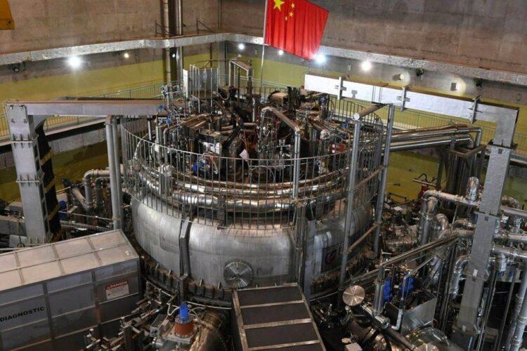 Cientistas chineses acabam de quebrar o recorde de funcionamento do reator EAST de fusão nuclear. Imagem: XINHUA/CHINESE ACADEMY OF SCIENCES