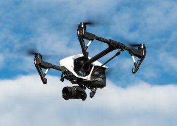 Um drone lançado pela Turquia cometeu, em 2020, o primeiro ataque de um robô a seres humanos. Imagem: Thomas Ehrhardt/Pixabay