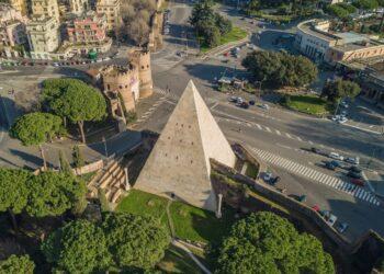 Pirâmide de Céstio. Imagem: Shutterstock