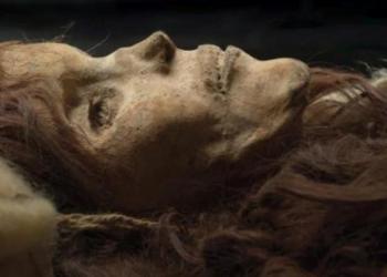 Imagem: A Bela de Xiaohe, a múmia mais conservada do cemitério. Wenying Li / Instituto Xinjiang